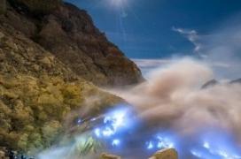 Blue Fire Api Biru Kawah Ijen Crater Banyuwangi