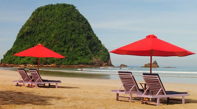 Payung Pulau Merah Banyuwangi