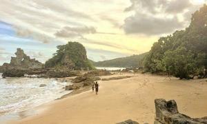 Pantai Parang Kursi Wisata Banyuwangi Selatan