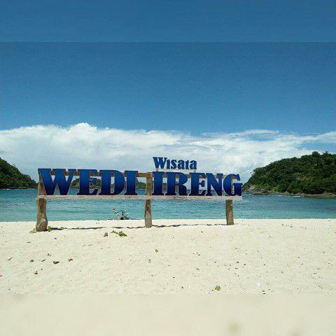 Pantai Wedi Ireng Wisata Banyuwangi Selatan