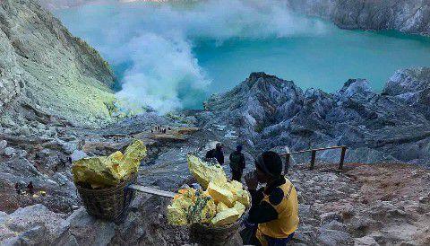 Turun Kawah Ijen - Wisata Banyuwangi Api Biru