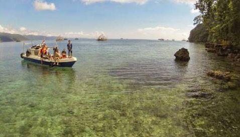 Kapal - Wisata Teluk Biru Banyuwangi