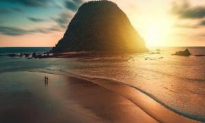 Sunset - Pantai Pulau Merah