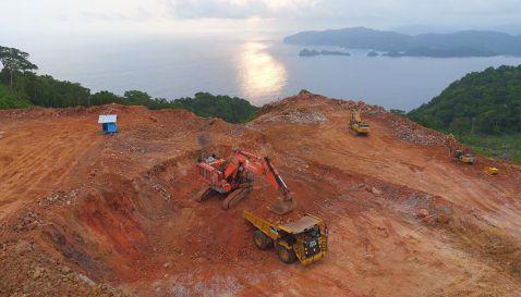 Tambang Emas - Pantai Pulau Merah